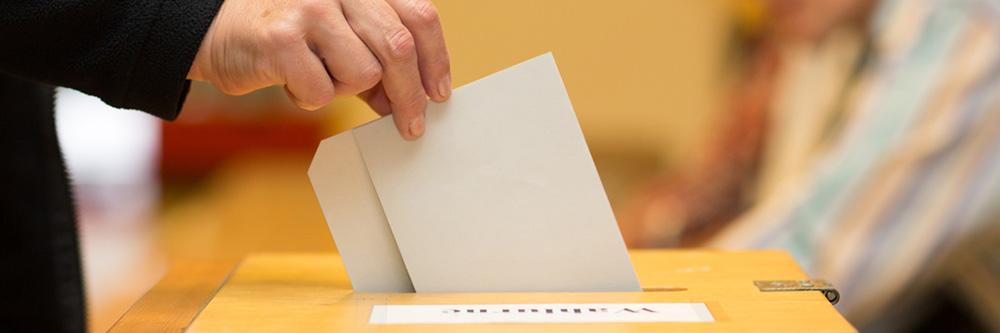 Stimmabgabe bei einer Wahl | Bild: Christian Schwier / fotolia.com